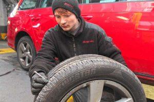Checking a tyre's tread depth